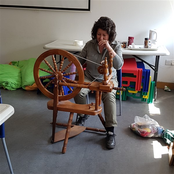 handweavers-guild-cork-may-meeting-spinning-shenanigans-heathers-spinning-wheel